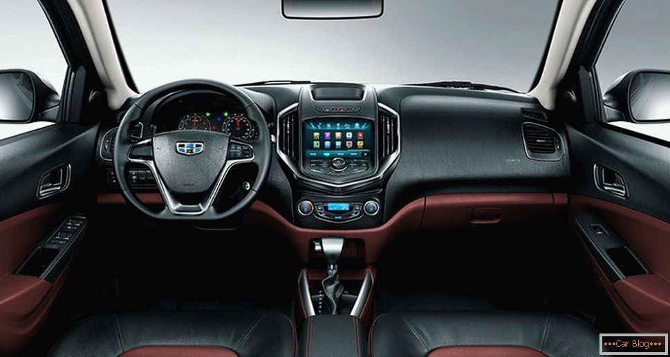 Salon Geely MK Cross
